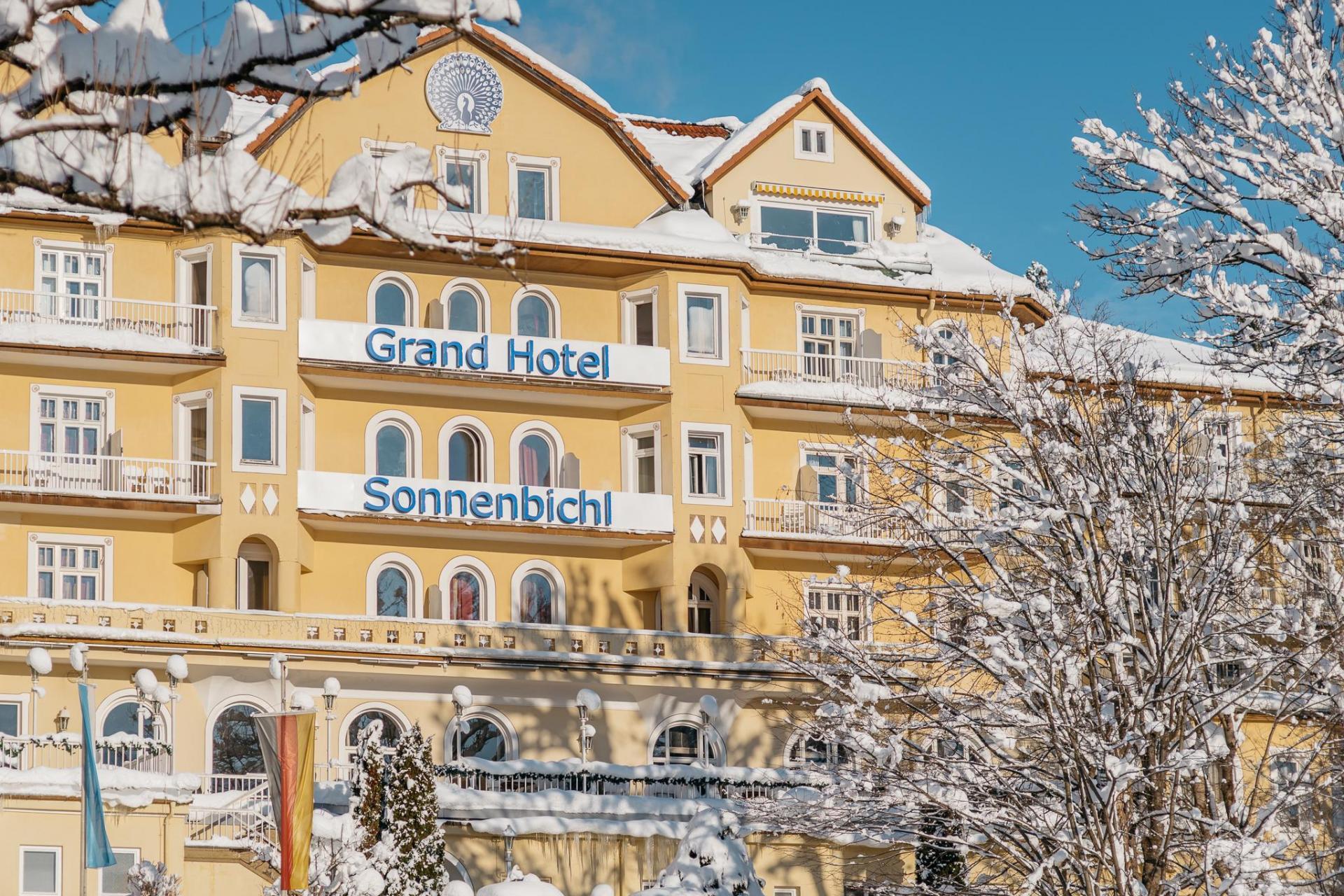 Empfangsmitarbeiter Bei Grand Hotel Sonnenbichl In Garmisch Partenkirchen Rolling Pin