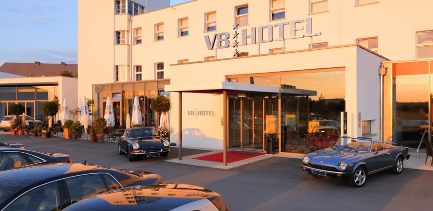 V8-hotel-aussenansicht-slider