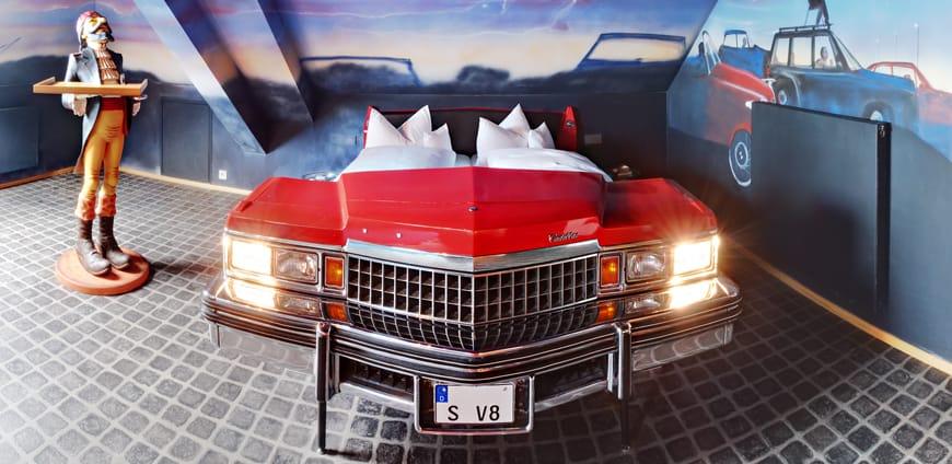 V8-hotel-zimmer-autokino-slider