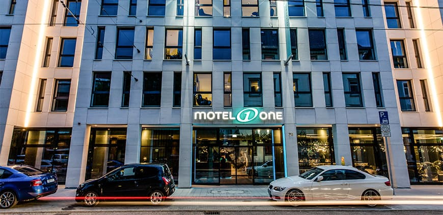motel-one-06-slider