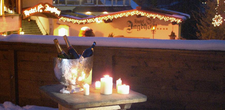 slider_Jagdhof_Aussenaufnahme-Winter-bei-Nacht-Detail-_c_-SPA-HOTEL-Jagdhof