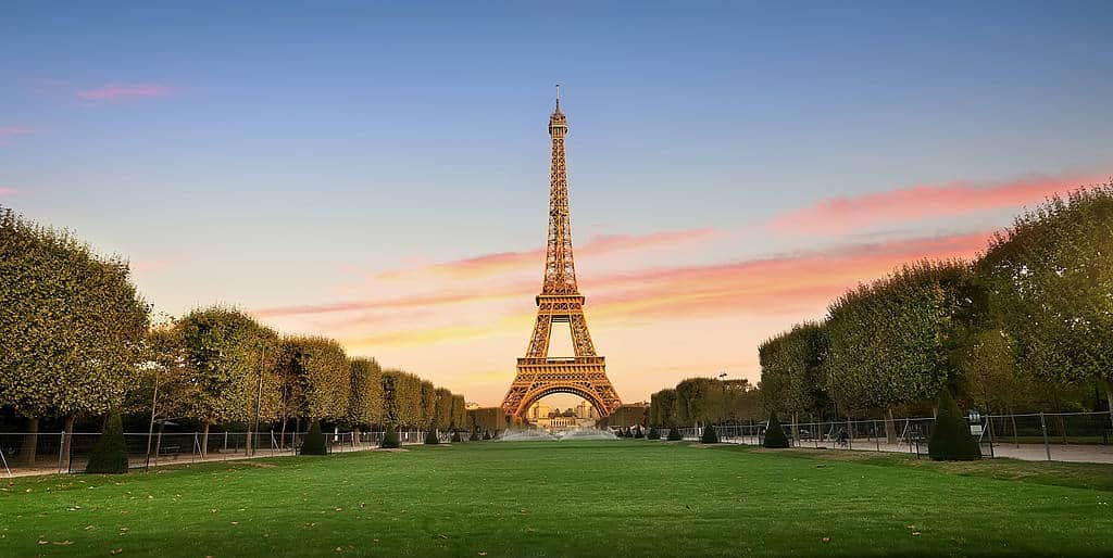 csm_Eiffelturm-header_59d2d21513