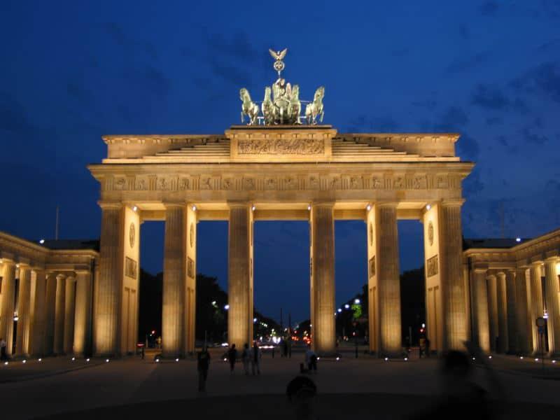brandenburger-tor-bei-nacht-berlin-deutschland