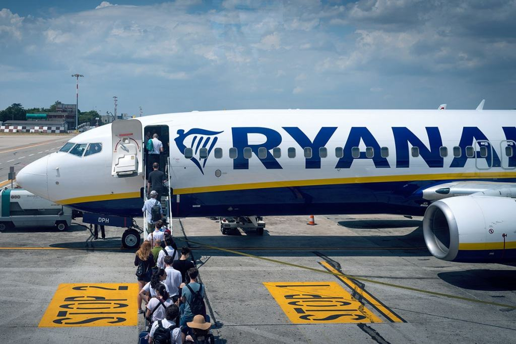 Ryan-Air-Boarding