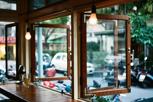 offene-fenster-gastgarten-restaurant
