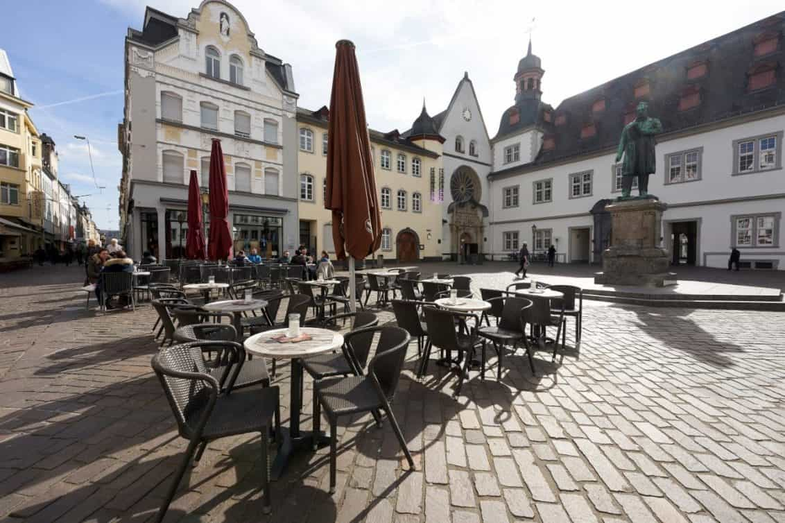 rheinland-pfalz-gastronomie-innenstadt-gastgarten-1132x754