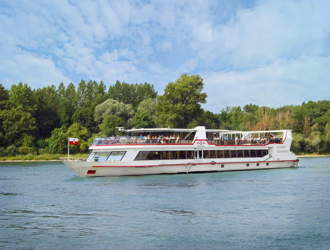 MS-Kaiserin-Elisabeth-©Donau-Touristik-Marlene-Hackl-mit-DDSG-Logo-1132x857