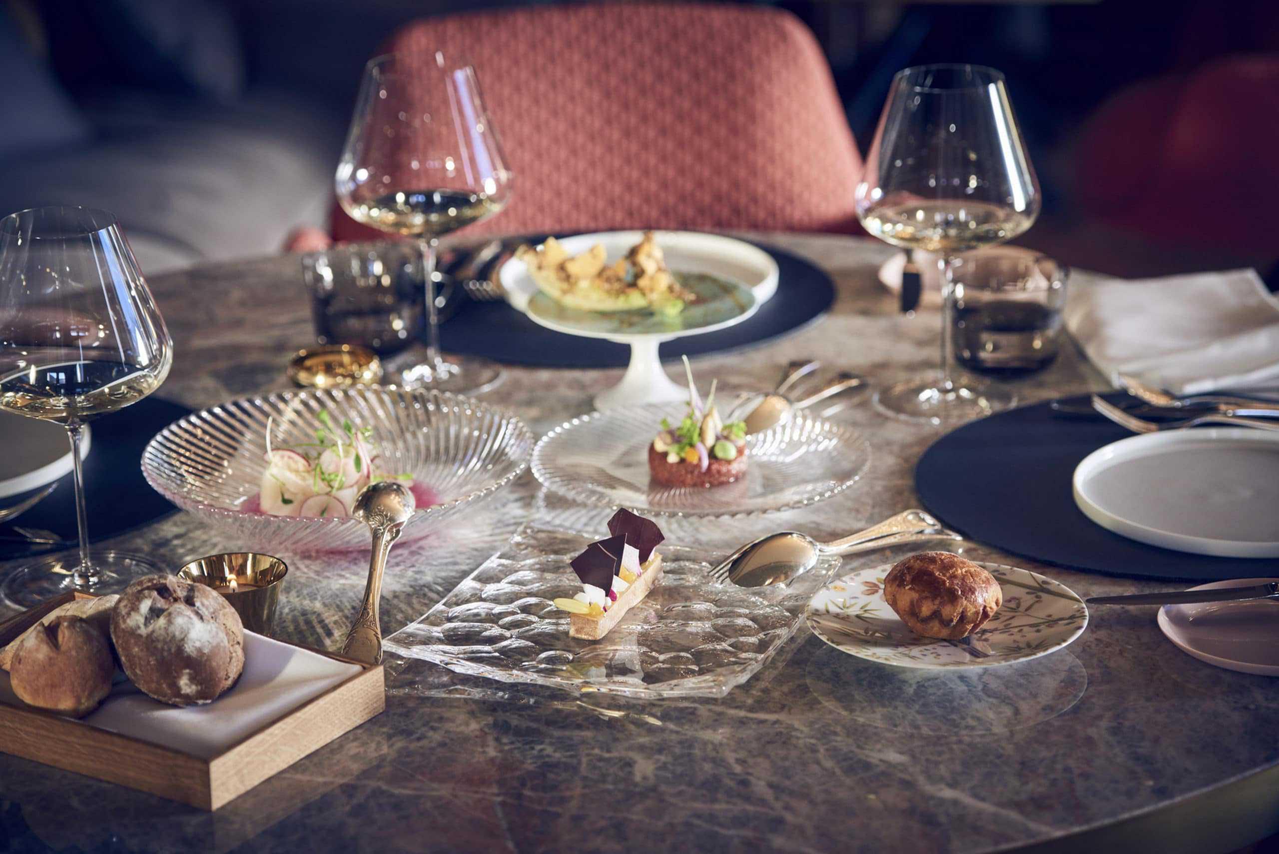 Badrutts-Palace-Hotel-IGNIV-Restaurant-Sharing-dishes-scaled-1