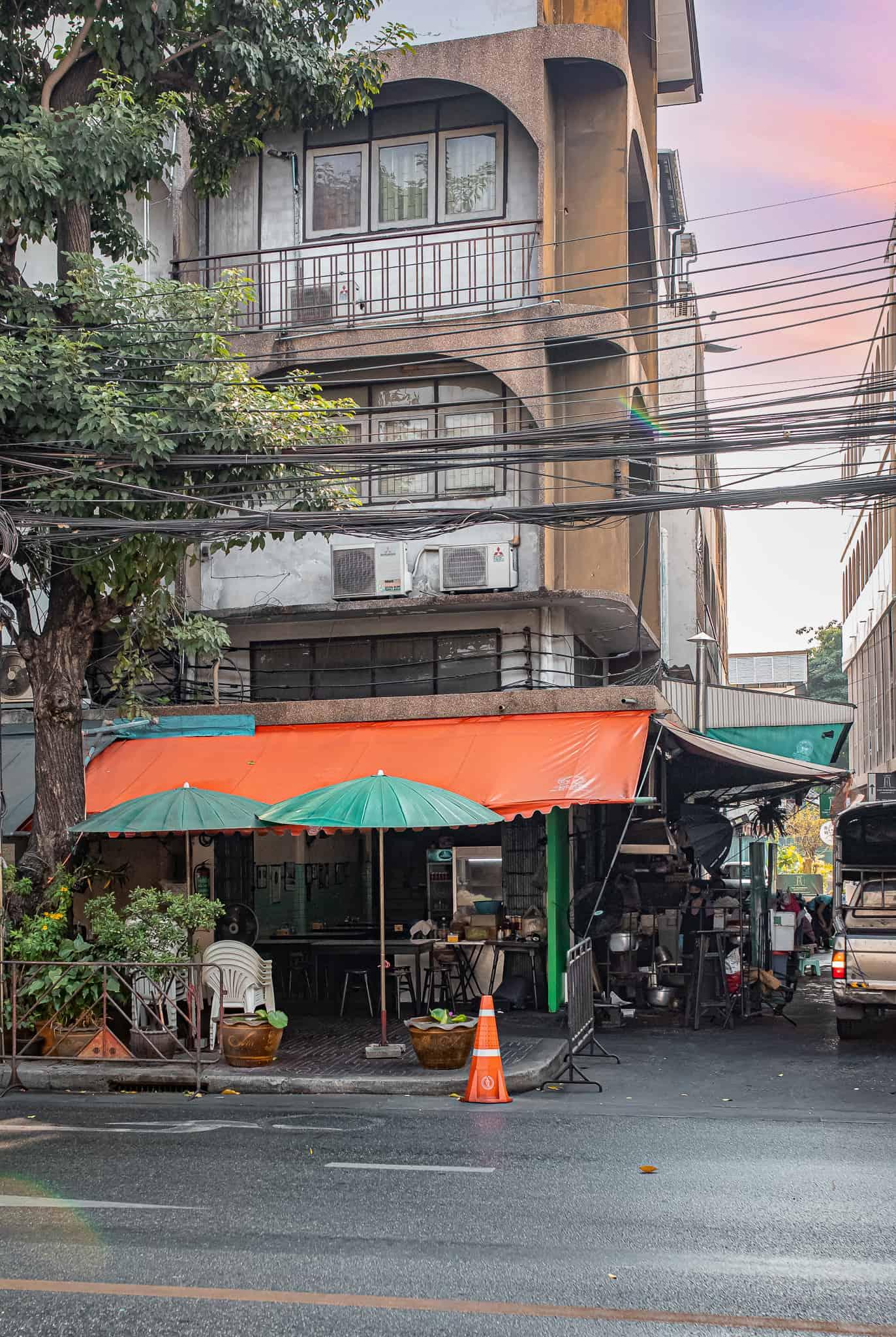 A50BR21-Icon-Award-Jay-Fai-restaurant-exterior