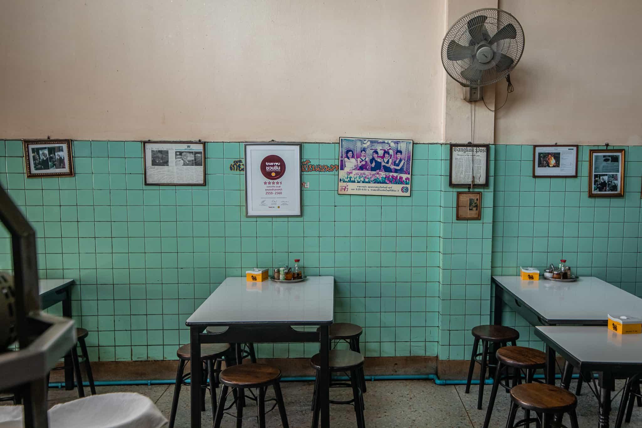 A50BR21-Icon-Award-Jay-Fai-restaurant-interior