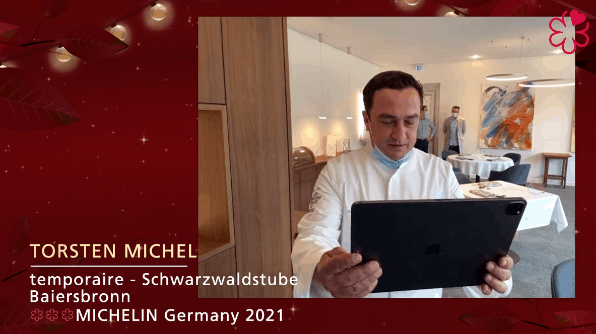 Torsten Michel von der Schwarzwaldstube nimmt seine Drei-Sterne-Auszeichnung entgegen