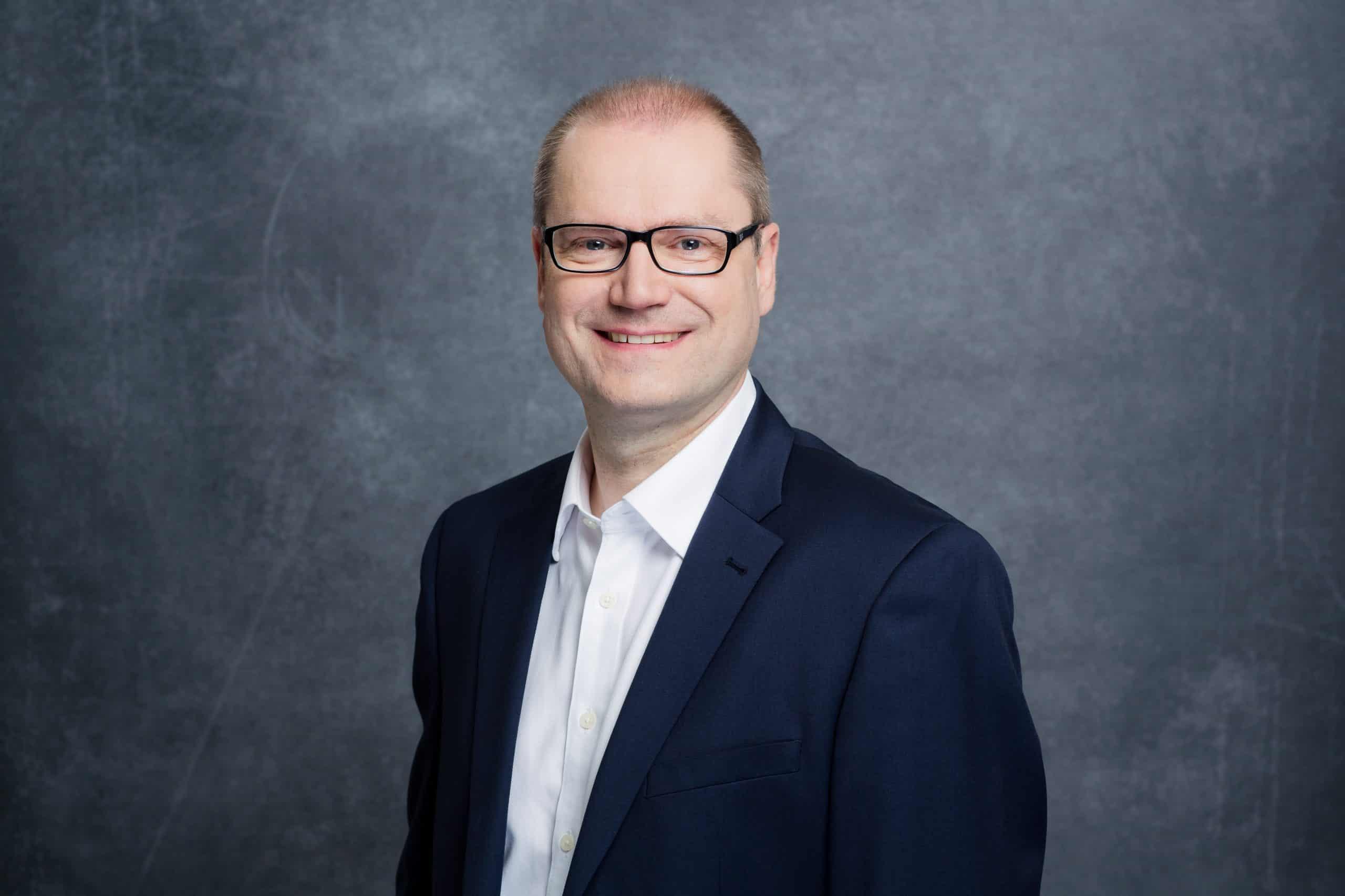 Portraitfoto von Sternekoch Raimund Schied