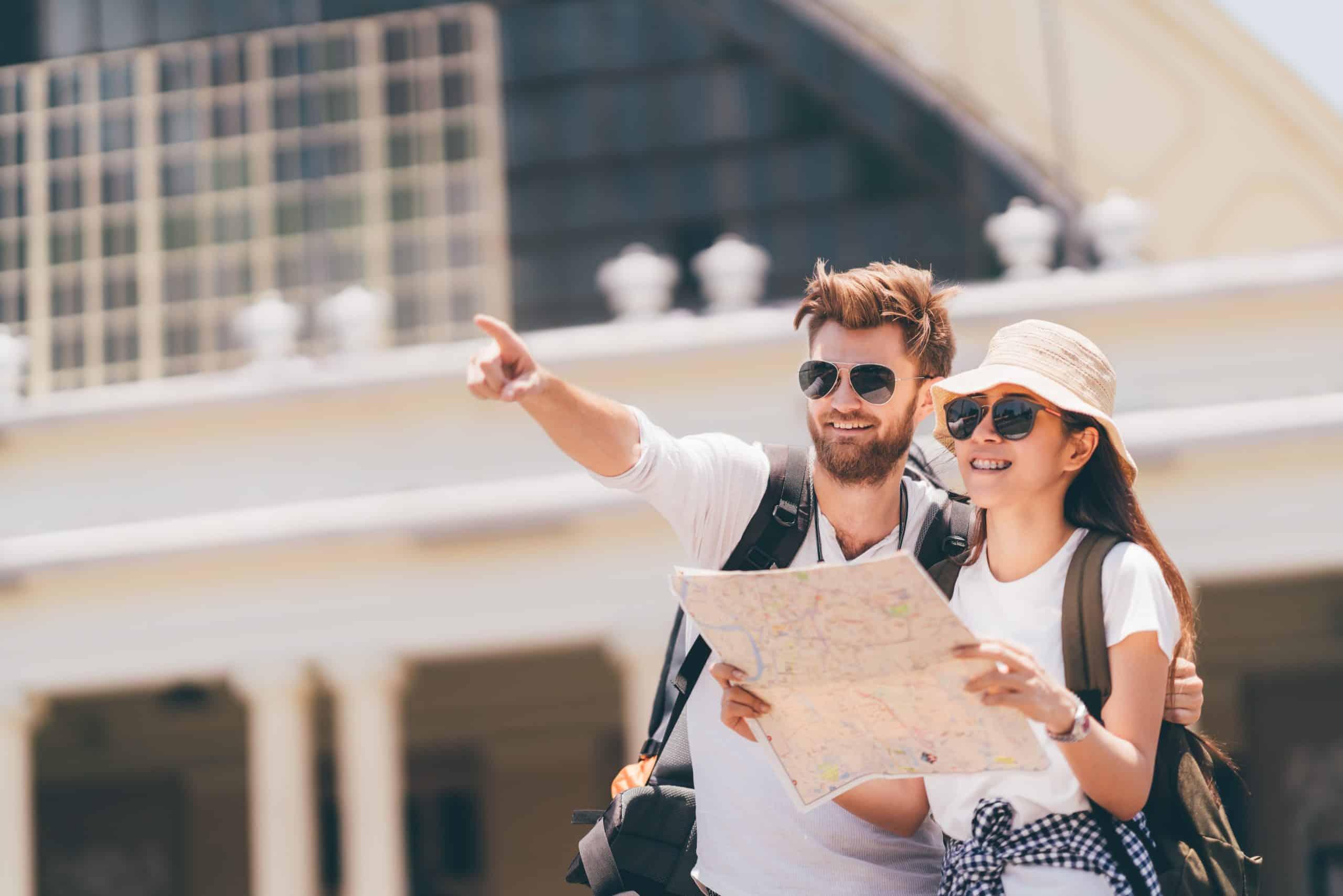 Paar beim Städtetourismus