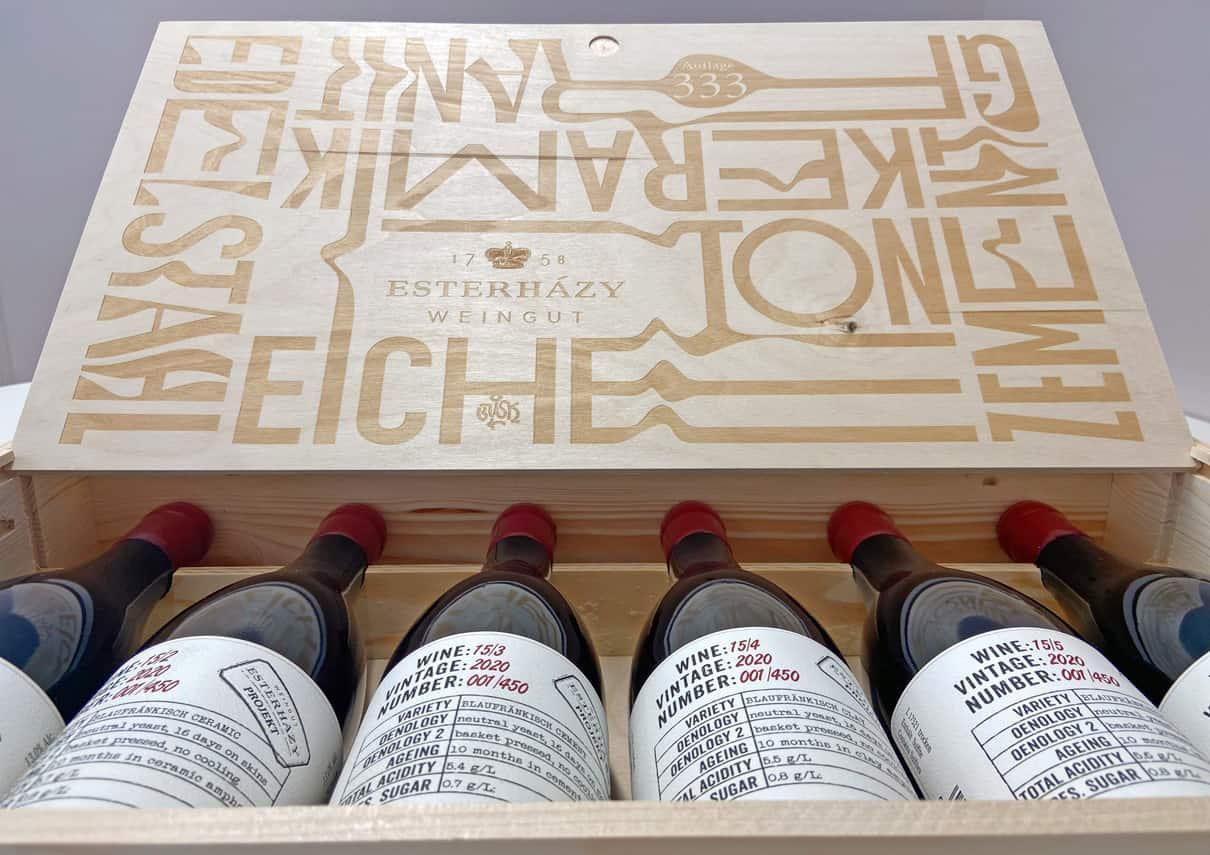 Weinbox mit sechs Flaschen Wein